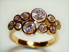 18ct_with_ten_bezel_set_diamonds.jpg