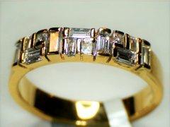 Baguette_cut_diamonds_in_yellow_gold.jpg