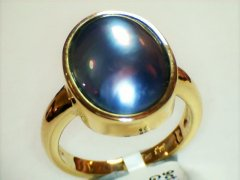 Black_mabe_pearl_in_9ct_yellow_gold.jpg