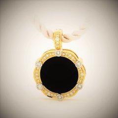Black_onyx_and_diamond_pendant.jpg
