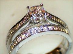 Cushion_cut_diamond_ring_set.jpg