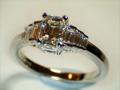Emerald_cut__diamond_in_18ct_white_gold.jpg