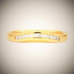 Fitted_diamond_set_wedding_ring.jpg