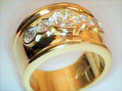 Five_diamond_ring_in_18ct_yellow_gold.jpg