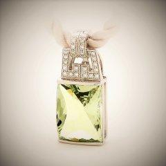 Green_amethyst_and_diamond_pendant.jpg