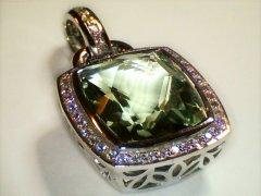 Green_quartz_and_diamond_pendant.jpg