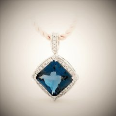 London_blue_topaz_pendant.jpg