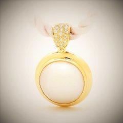 Mabe_pearl_and_diamond_pendant.jpg