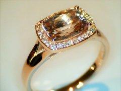 Morganite_with_diamond_halo.jpg