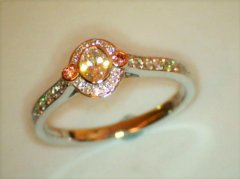 Oval_cut_diamond_with_natural__pink_shoulder_diamonds.jpg