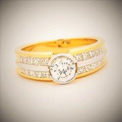 Round_brilliant_cut_and_princess_diamonds.jpg