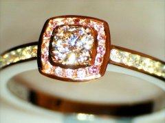 Round_brilliant_cut_with_chanel_set_pink_diamonds.jpg
