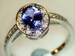 Tanzanite_and_diamonds.jpg