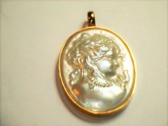 mabe_pearl_pendant_in_9ct_yellow_gold.jpg